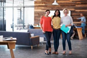 オフィスの女性たち