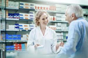 薬局で対応する薬剤師